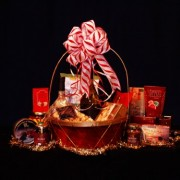 Delux Wine Gourmet Gift Basket