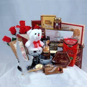 """Beary"" Special Gift Gourmet Gift Basket"